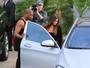 Com Kim Kardashian, Kanye West dirige carro de R$1 milhão e 500 mil