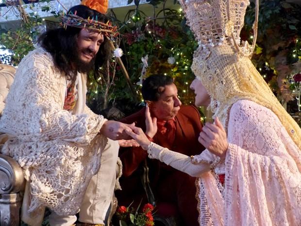 Nossa Senhora conversa com Jesus e tenta salvar Agostinho (Foto: A Grande Família/TV Globo)