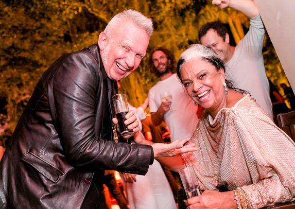 Jean Paul Gaultier e Bethy  Lagardère na festa do estilista em Santa Teresa (Foto: Divulgação)
