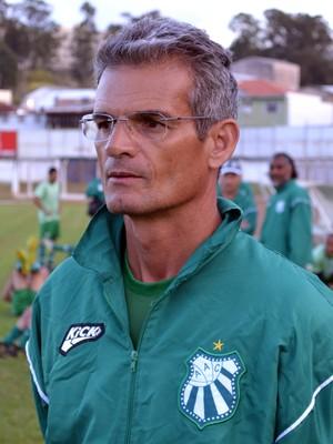 Técnico Eugênio Souza prepara a Caldense para a disputa da Série D do Brasileiro (Foto: Filipe Martins)