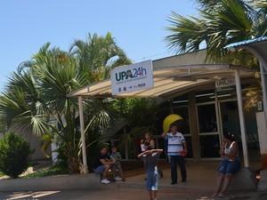 Confraternização foi flagrada no pronto-socorro do Piracicamirim (Foto:  Fernanda Zanetti/G1)