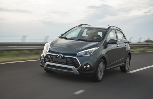 Hyundai HB20X 2016 em movimento (Foto: Fabio Aro / Autoesporte)