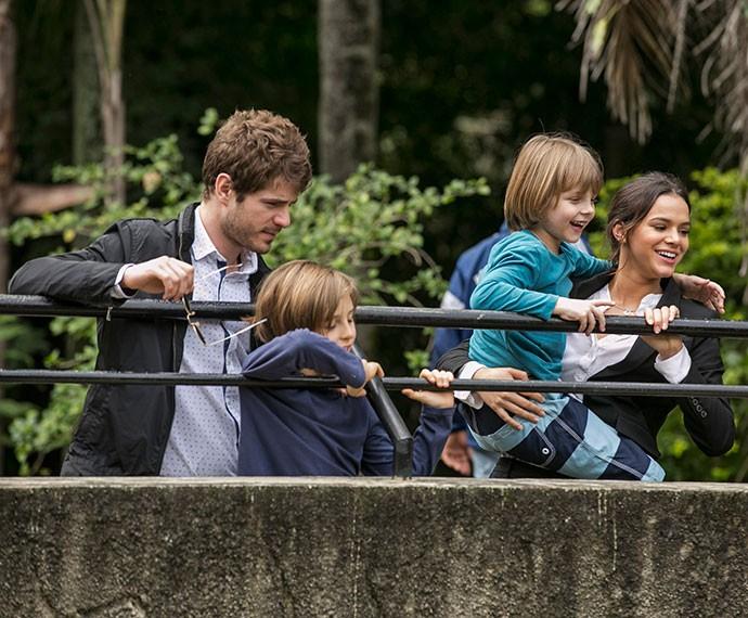 Mari e Ben passeiam no zoo com Lourenço e Pedroca (Foto: Inácio Moraes/Gshow)
