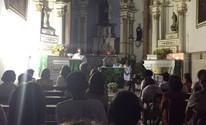 Igreja tem luz cortada  e utiliza velas em missa (André Pereira/Arquivo Pessoal)