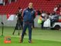 Abatido, Oswaldo de Oliveira lamenta falha fatal do Sport em gol do Inter