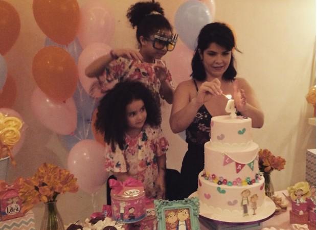 Samara Felippo com as filhas Alícia e Lara (Foto: Reprodução/Instagram)
