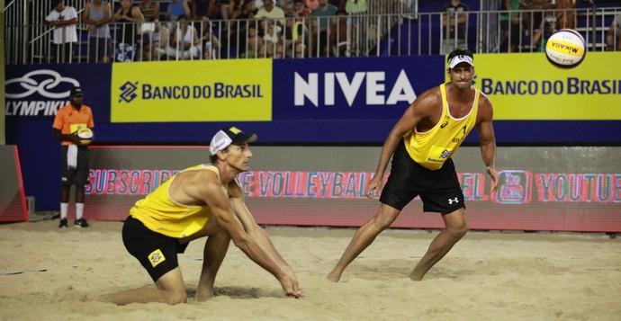 Ricardo e Emanuel vencem dupla russa no Grand Slam (Foto: Paulo Frank / CBV)