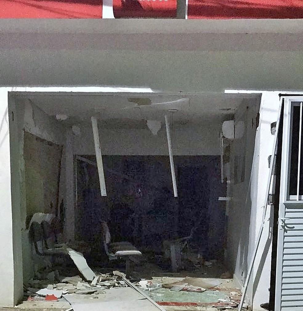 Agência do Bradesco ficou destruída com a explosão (Foto: PM/Divulgação )