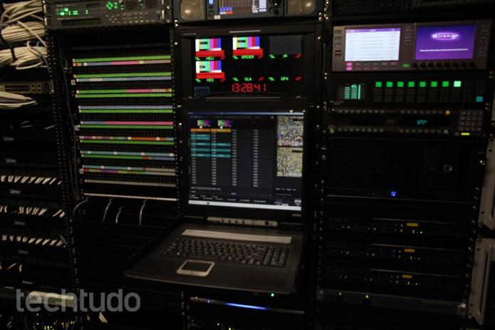 Dentro do caminhão da Globosat (Foto: TechTudo/ Taysa Coelho)