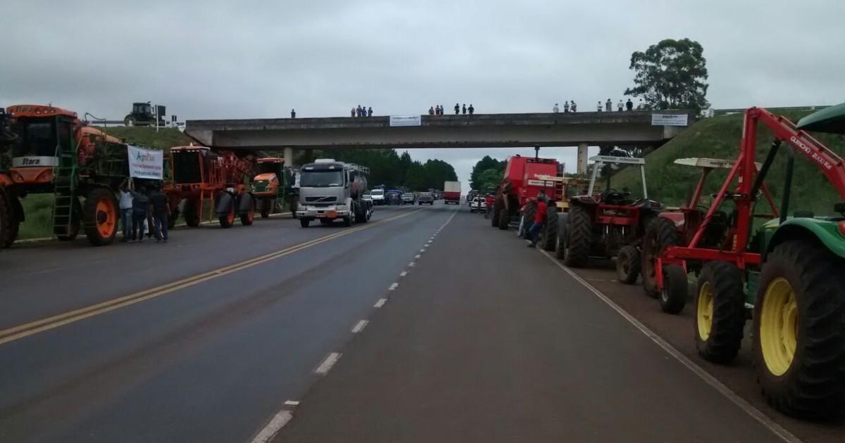 Em protesto, produtores rurais bloqueiam rodovias no RS - Globo.com