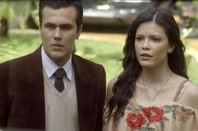 'Tempo de amar': Maria Vitória (Vitória Strada) e Vicente (Bruno Ferrari)  (Foto: TV Globo)