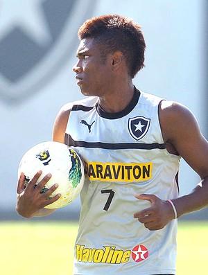 Vitinho no treino do Botafogo (Foto: Fernando Soutello / Agif)