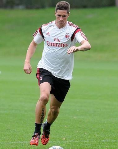 Torres em primeiro treino pelo Milan (Foto: Divulgação / AC Milan)