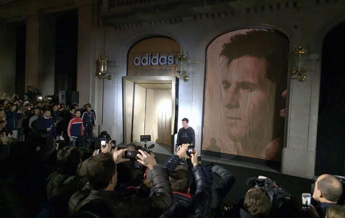 Messi participando de um evento da Adidas, em Barcelona (Foto: Cássio Barco)