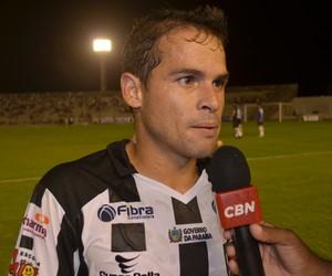 Doda, meia do Botafogo-PB, no Estádio Almeidão pela estreia do Paraibano (Foto: Amauri Aquino / GloboEsporte.com)