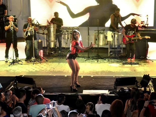 Mari Antunes em show na Zona Norte do Rio (Foto: Roberto Teixeira/ EGO)