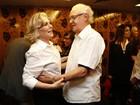 Irene Ravache e Dan Stulbach recebem famosos em estreia de peça