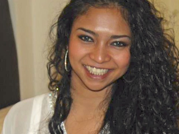 Shazana Salleh era funcionária da Malaysia Airlines. Segundo seu perfil no Facebook, a jovem vivia na cidade de Pataling Jaya, na Malásia (Foto: Reprodução/Facebook/Shazana Salleh)