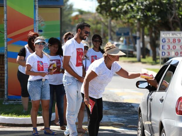 Entre as ações está a distribuição de panfletos (Foto: Rodolfo Lins/ Prefeitura de Campos)