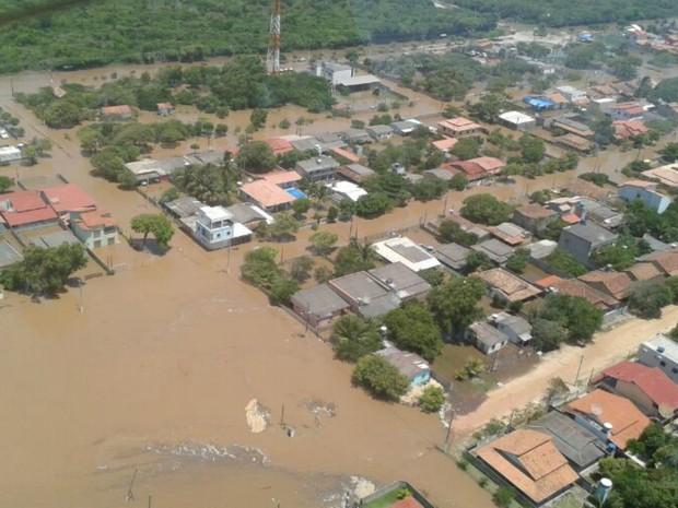 Balneário de Pontal do Ipiranga, em Linhares, no Norte do Espírito Santo, continua completamente isolado. (Foto: Toshio Nagano/ Divisão de Operações Aéreas da PRF)