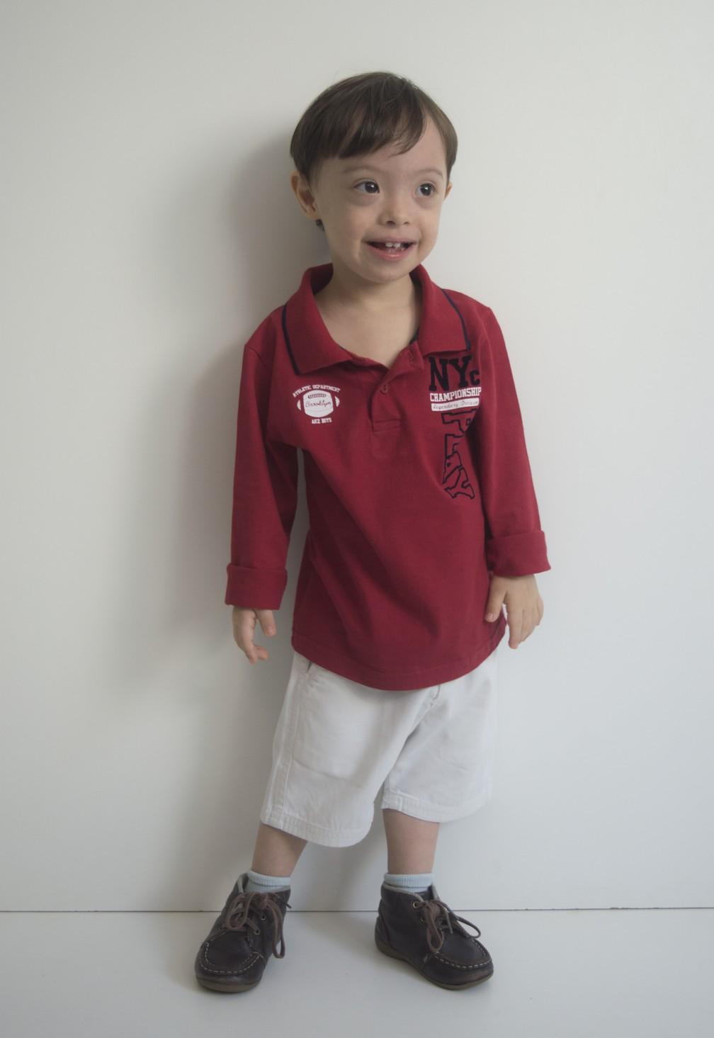 Pai do Benjamin diz que é importante incluir as crianças com deficiência em toda sociedade (Foto: Bárbara Oliveira/Gallvão Model/Divulgação)