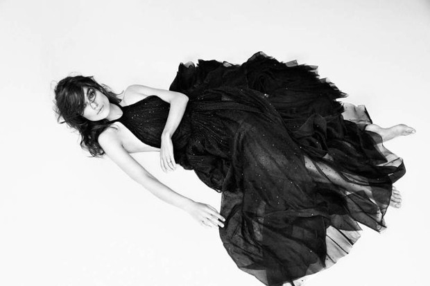 Keira Knightley faz topless para revista Interview - Mundo Nerd Info