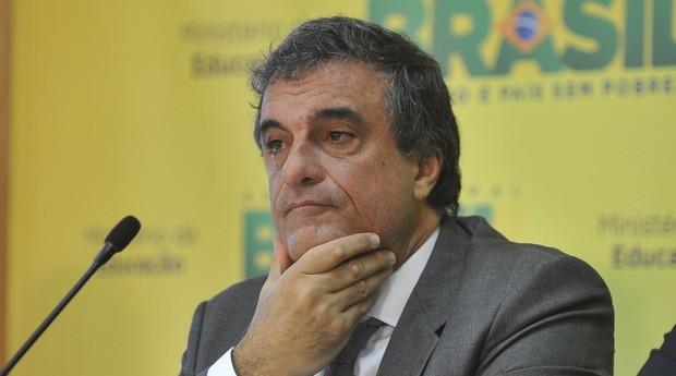 Dilma não será investigada porque não há indícios contra ela, diz Cardozo