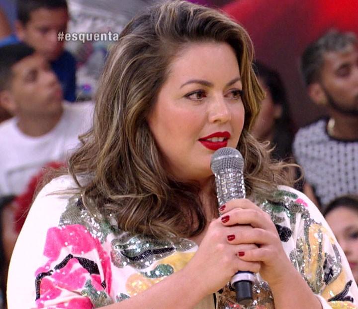 Flúvia Lacerda conta para Regina Casé como começou carreira de modelo (Foto: Esquenta / TV Globo)