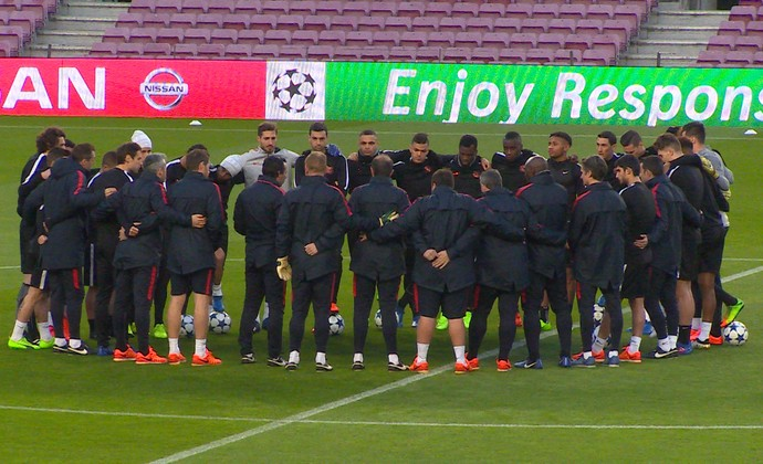 4215ac583d PSG mostra união antes de pegar o Barça; Thiago Motta será desfalque