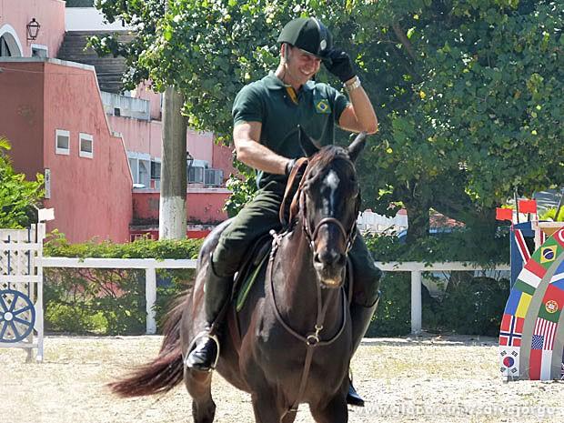 Murilo Rosa mostra muita desenvoltura na equitação (Foto: Salve Jorge/ TV Globo)