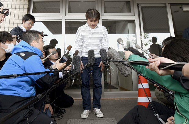 Pai Takayuki Tanooka disse ao canal Asahi que pediu desculpas ao filho (Foto: Daisuke Suzuki/Kyodo News/AP)