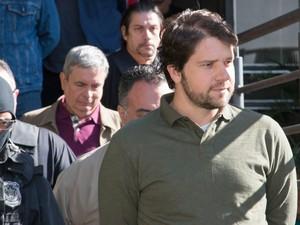 O ex-deputado Luiz Argôlo, preso na Operação Lava Jato, faz exame de corpo de delito no Instituto Médico Legal (IML) em Curitiba (Foto: Cassiano Rosário/Futura Press/Estadão Conteúdo)