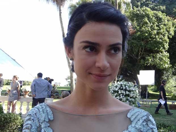 Camilinha caprichou no nude no make da festa de casamento de Bento e Amora (Foto: Sangue Bom/TV Globo )