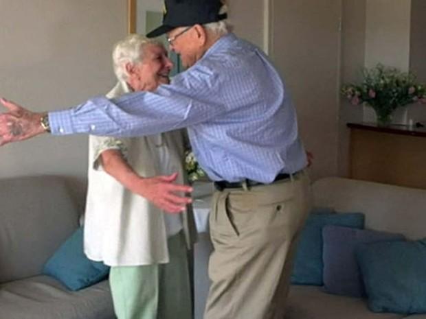 Norwood Thomas e Joyce Morris se reencontram após 70 anos (Foto: BBC)