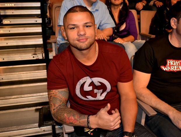 UFC 156 Thiago Alves está na arquibancada para assistir às lutas e contou que lesionou o ombro há três semanas (Foto: Adriano Albuquerque)