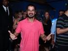 Confusão! Argentino do 'BBB 13' se estranha com homem durante festa