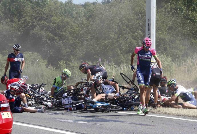 ciclismo acidente Volta da França (Foto: Reuters)