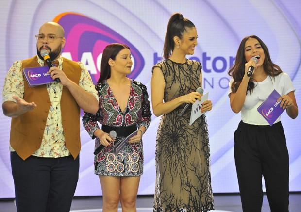 Tiago Abravanel, Fernanda Souza, Chris Flores e Anitta (Foto: Samuel Chaves/Brazil News)