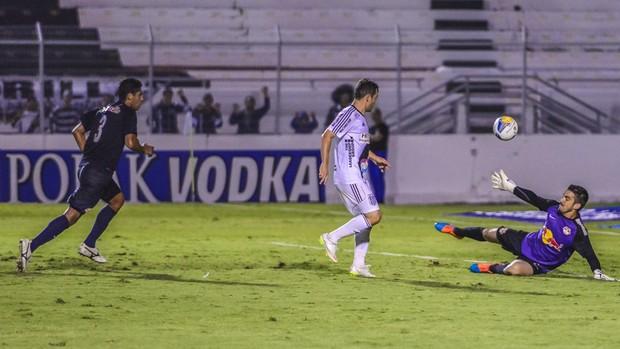Ponte Preta x RB Brasil Renato Cajá (Foto: Fábio Leoni / Ponte Press)
