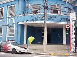 Boletim de ocorrência do crime foi registrado no 1º Distrito Polícial de São José dos Campos (Foto: Renato Celestrino/G1)