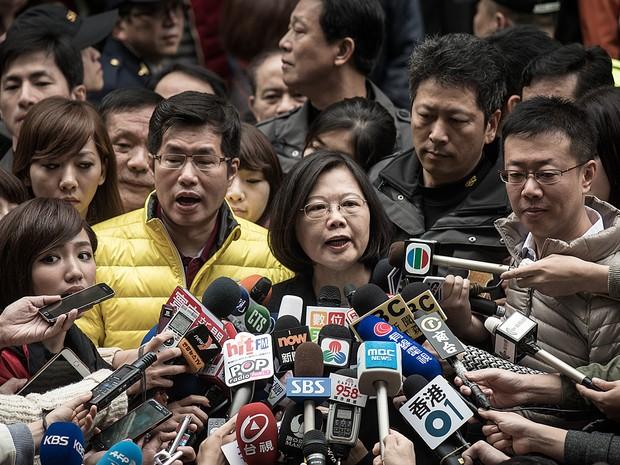 Tsai Ing-wen, candidata a presidente de Taiwan, concede entrevista após votar em Taipei (Foto: Philippe Lopez )