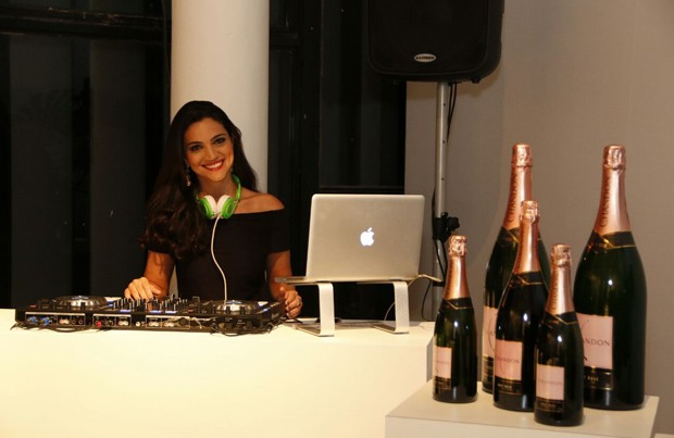 A DJ Ana Serroni (Foto: Marcos Rosa/Ed. Globo)