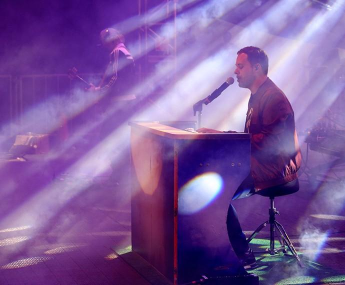 O cantor brincou sobre a fala de ser galã da música gospel (Foto: Carol Caminha / Gshow)