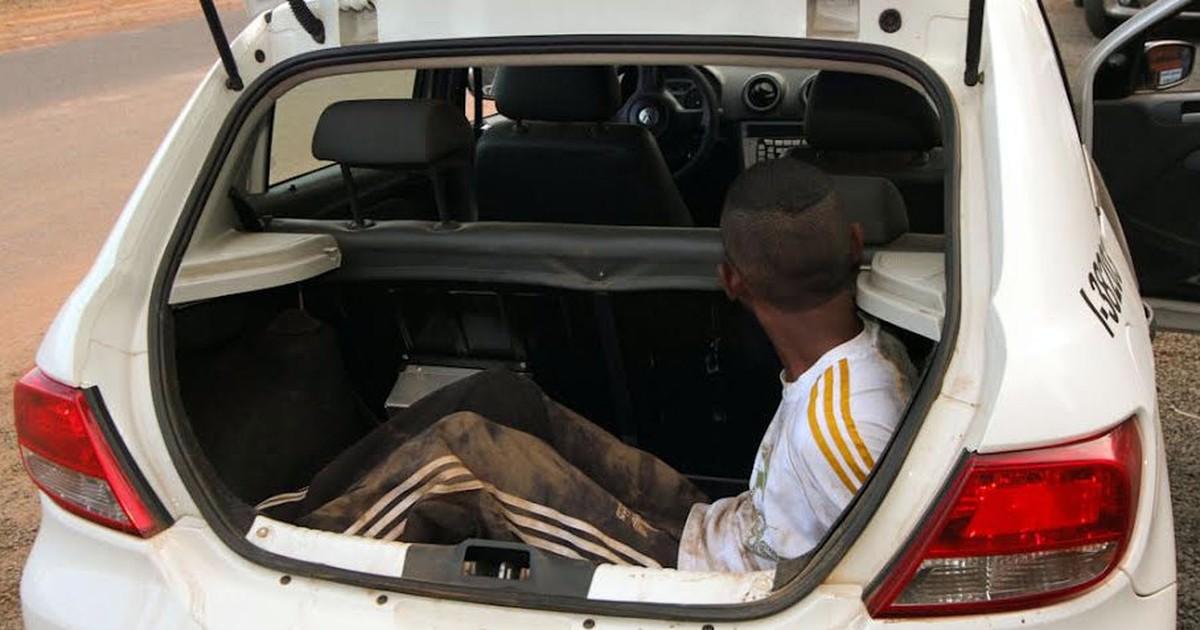 Adolescentes simulam estar armados e assaltam lanchonete em ... - Globo.com
