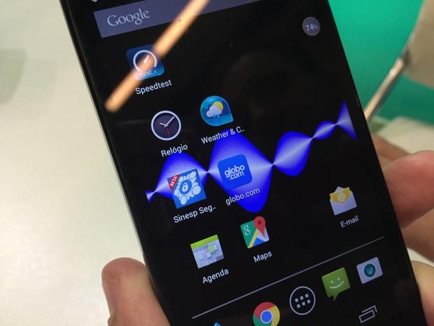Empresa brasileira Sikur colocou em pré-venda durante a Mobile World Congress 2015, em Barcelona (Espanha), celulares inteligentes preparados para evitar os olhos curiosos (Foto: Helton Simões Gomes/G1)