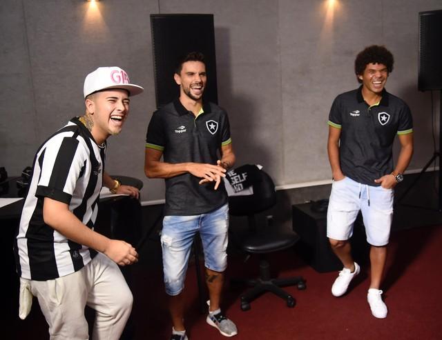 Música Botafogo Camilo Pimpão MC G15 (Foto: André Durão/GloboEsporte.com)