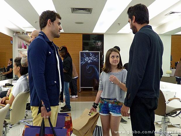 Ninho tem a ideia de transformar Paulinha (Foto: Amor à Vida/TV Globo)