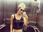 Luiza Possi mostra barriguinha seca com tatuagem em selfie no elevador