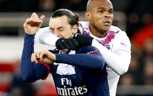Ibrahimovic jogo PSG e Bordeaux (Foto: EFE)