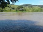Família procura mulher que sumiu ao cair no Rio Paraíba do Sul, em Itatiaia